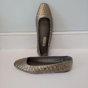 Vintage Nicole Silver Weave Flats 8.5M